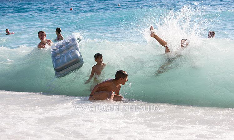 Big waves in Tučepi