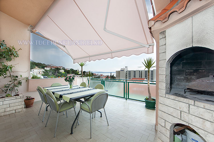 apartments Anđelko, Tučepi - large terrace with sea view and barbecue