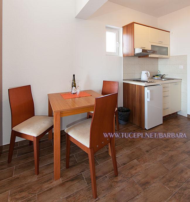Apartments Barbara, Tučepi - dining table