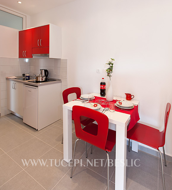 apartments Bešlić, Tučepi - dinning room and kitchen
