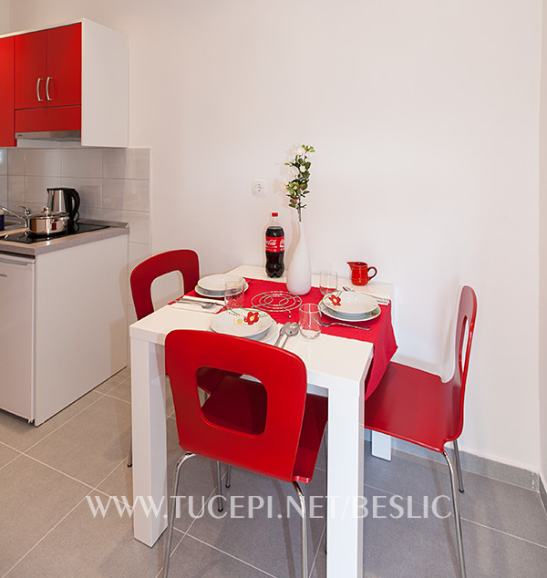 apartments Bešlić, Tučepi - dinning set