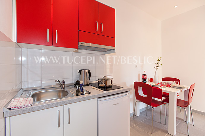 apartments Bešlić, Tučepi - full equipped kitchen