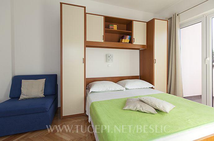Schlaffzimmer mit Zusatz Sofa
