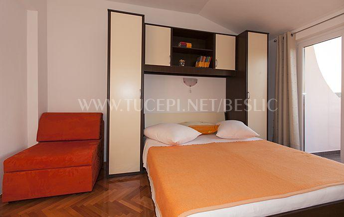 Schlafzimmer mit Zusatzbett