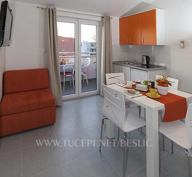 Wohnzimmer, Esszimmer, Küche, Fernsehen