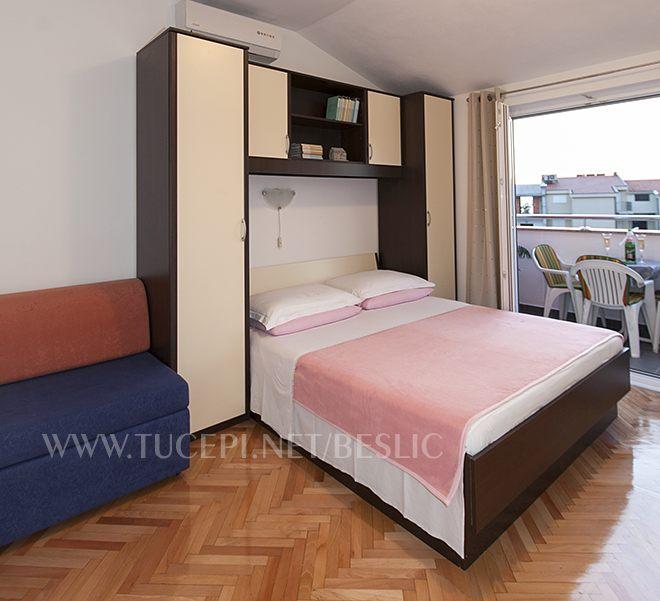erste Schlafzimmer