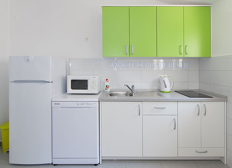 apartments Bešlić, Tučepi - kitchen