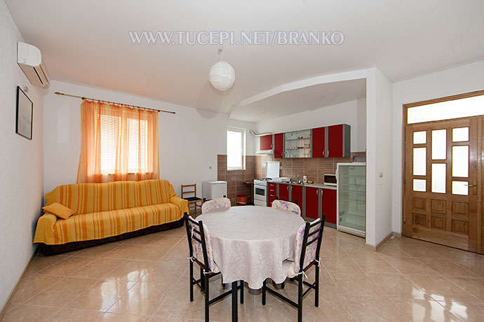 wide, panormaic view of interior - dining table, sofda ,kitchen