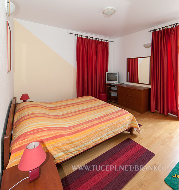 apartment: double bed, dressing table with mirror, TV, table lamps