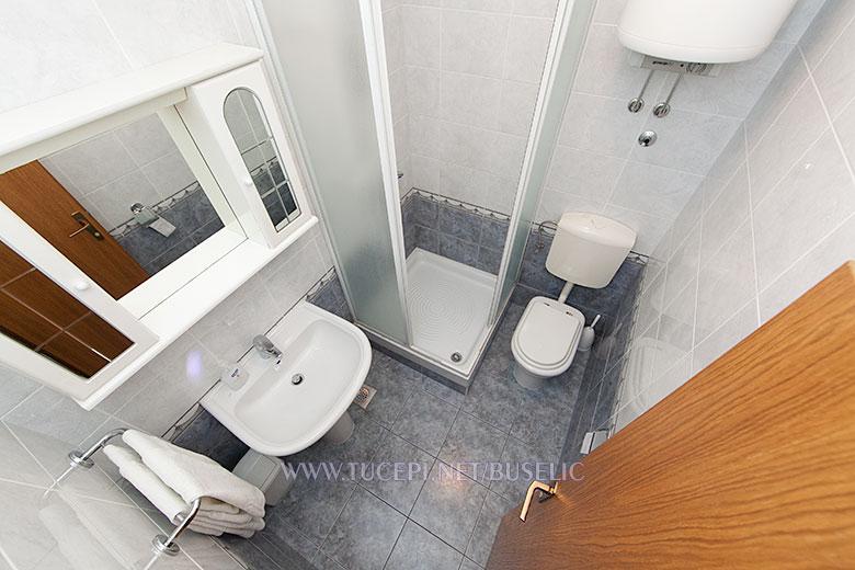 Apartments Bušelić, Tučepi - bathroom