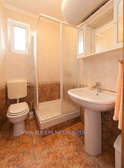 Apartments Bušelić, Tučepi - bathroom