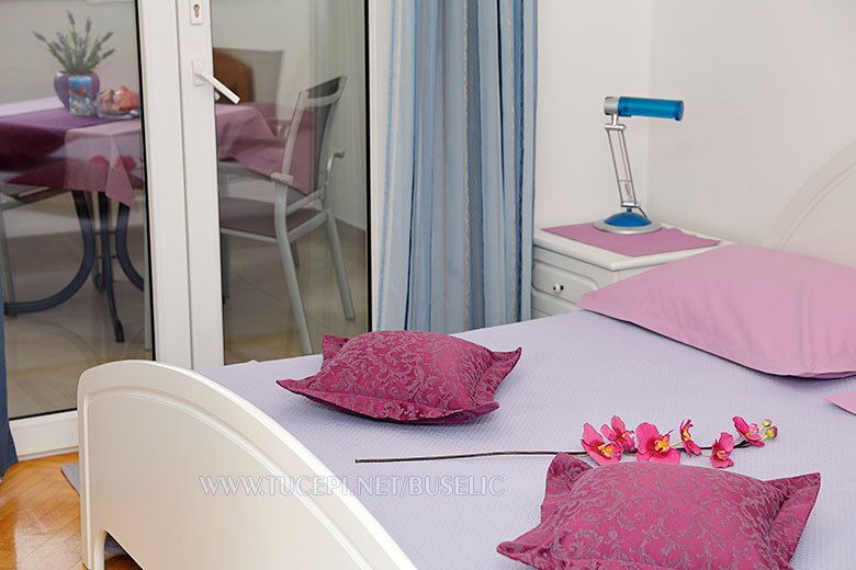 Apartments Stipe Bušelić, Tučepi - bedroom flower