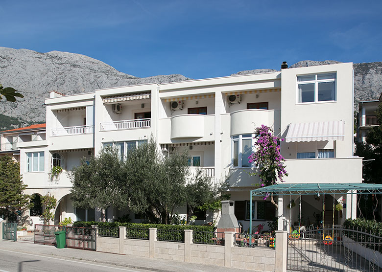 Apartments Bušelić Stipe, Tučepi - house