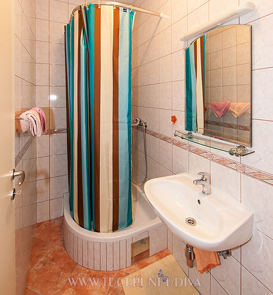 apartments DIVA, Tučepi - bathroom