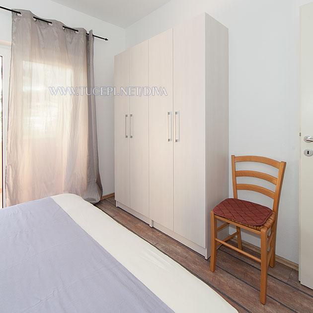 apartments DIVA, Tučepi - wardrobe