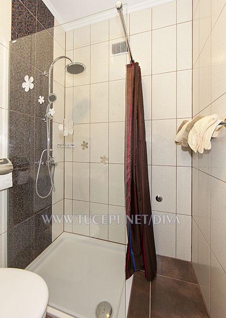 bathroom in apartment Diva, Tučepi