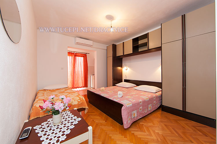 Apartments Dračevice, Tučepi - bedroom