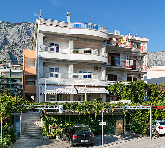 Apartments Dračevice, Marko and Ane Bušelić, Tučepi - house