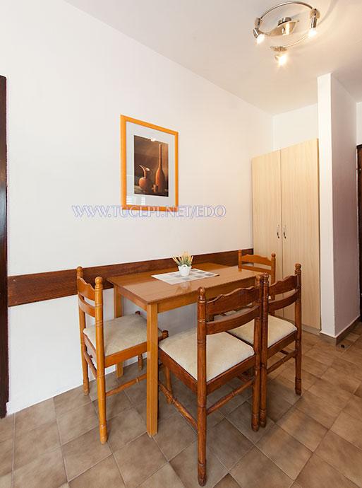 apartments Edo, Tučepi - dining table