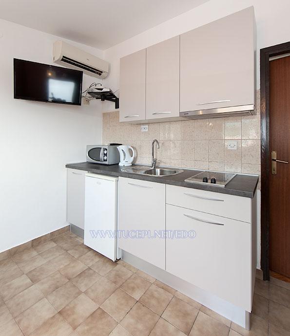 apartments Edo, Tučepi - kitchen