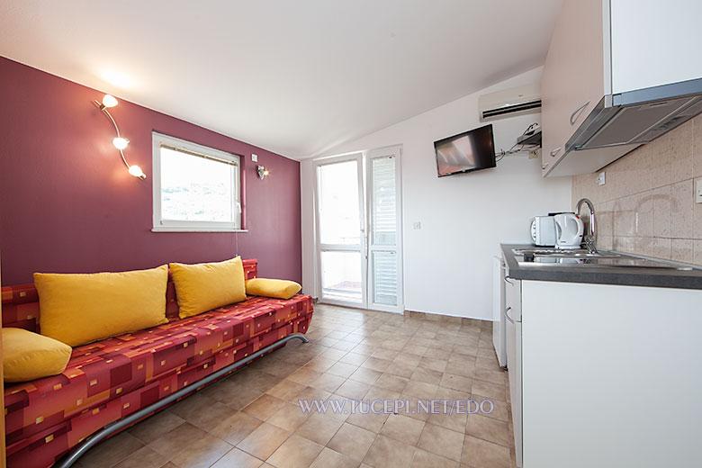 apartments Edo, Tučepi - living room