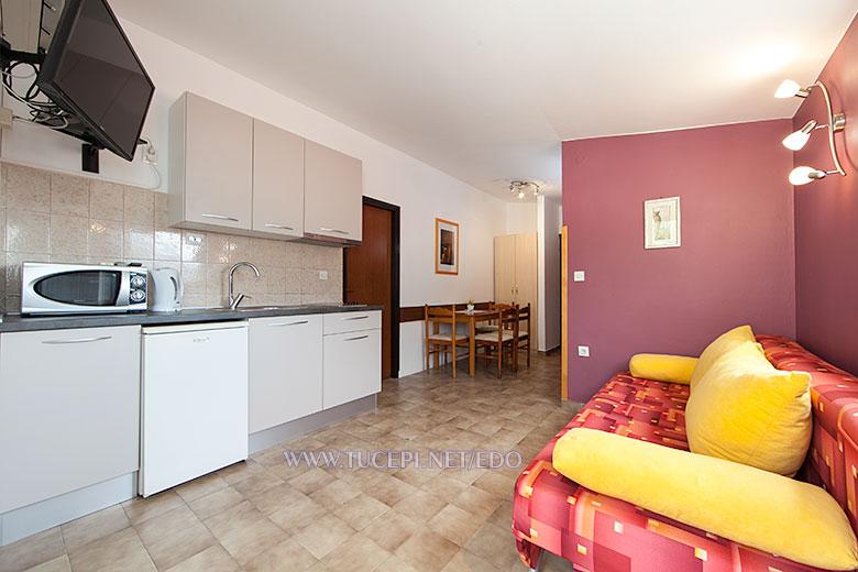apartments Edo, Tučepi - living room, kitchen