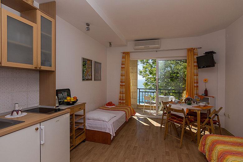 Apartments Ela, Tučepi - dining room