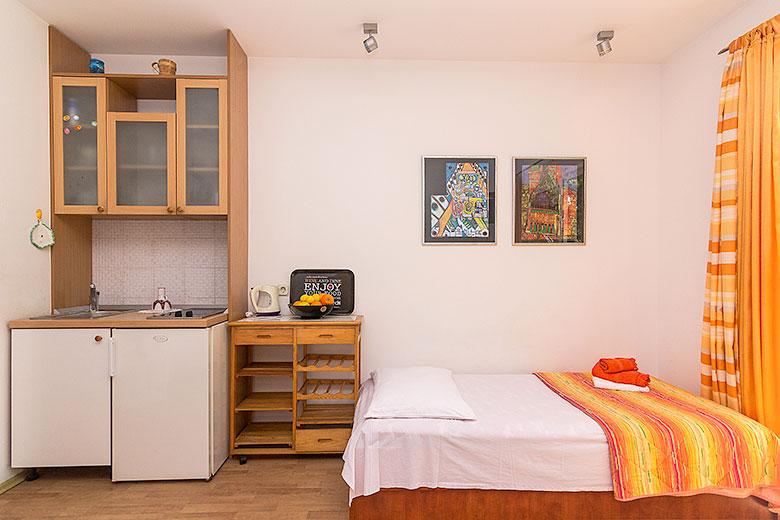 Apartments Ela, Tučepi - kitchen