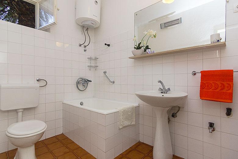 Apartments Ela, Tučepi - bathroom