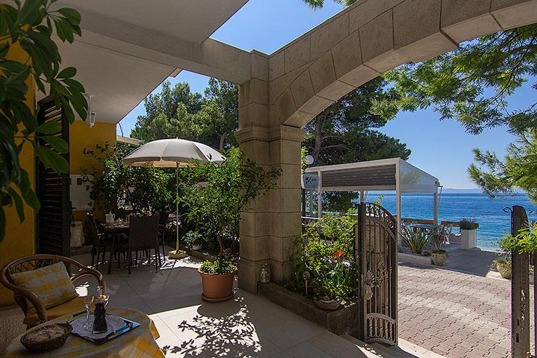 Apartments Ela, Tučepi - terrace