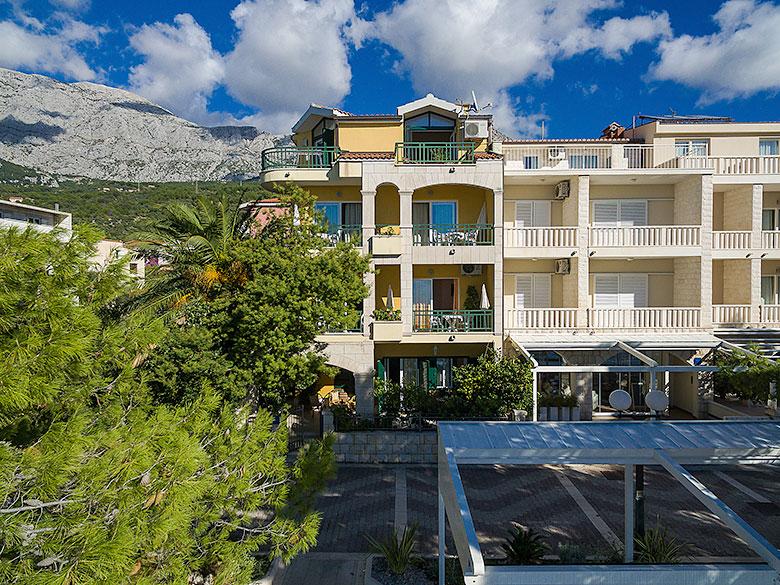 Apartments Ela - Tučepi, house