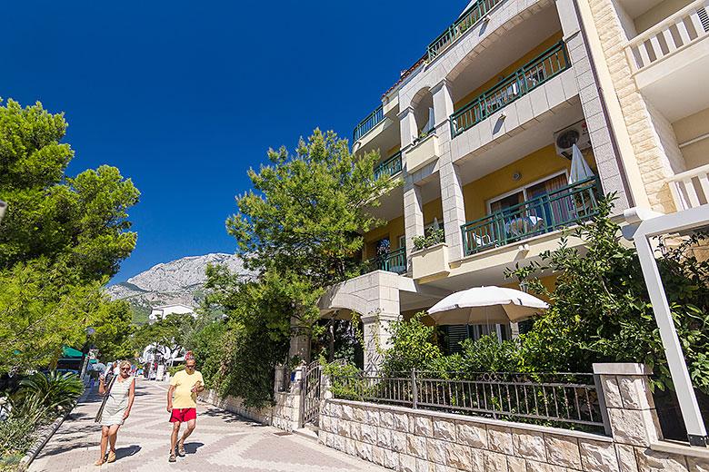 Apartments Ela - Tučepi, promenade