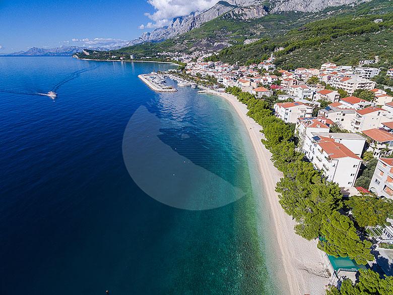 Apartments Ela - Tučepi beach aerial view