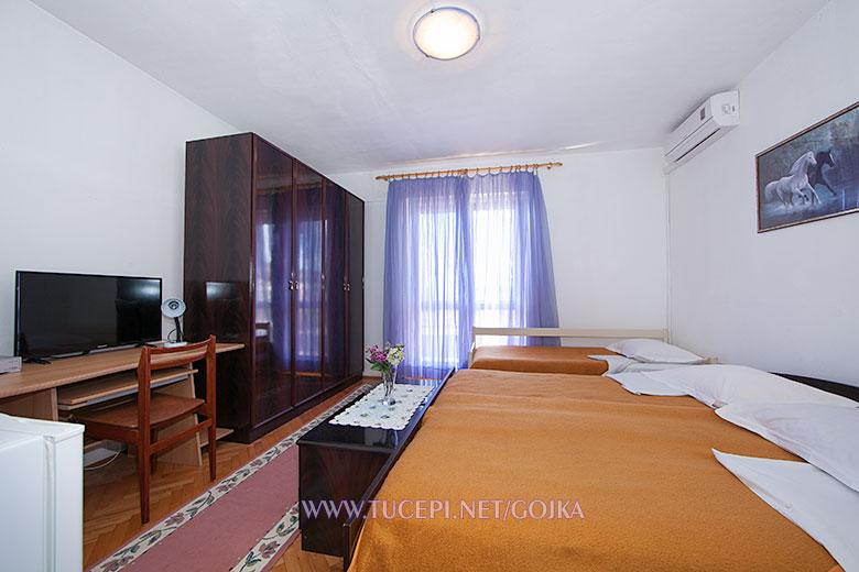Apartments Gojka, Tučepi - bedroom
