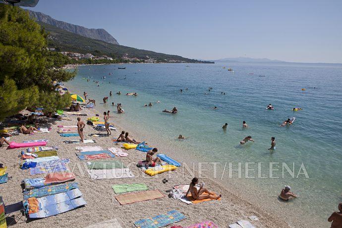 beach in front of hotel Alga in Tučepi