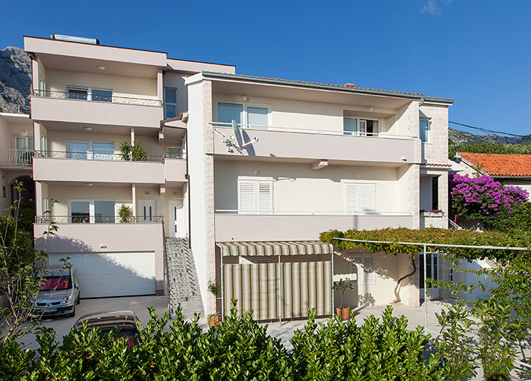 Apartments IRENA - house