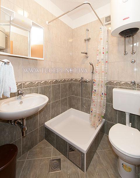 apartments Iva, Tučepi - bathroom