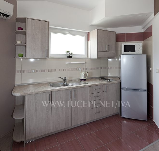 kitchen - apartments Iva, Tučepi