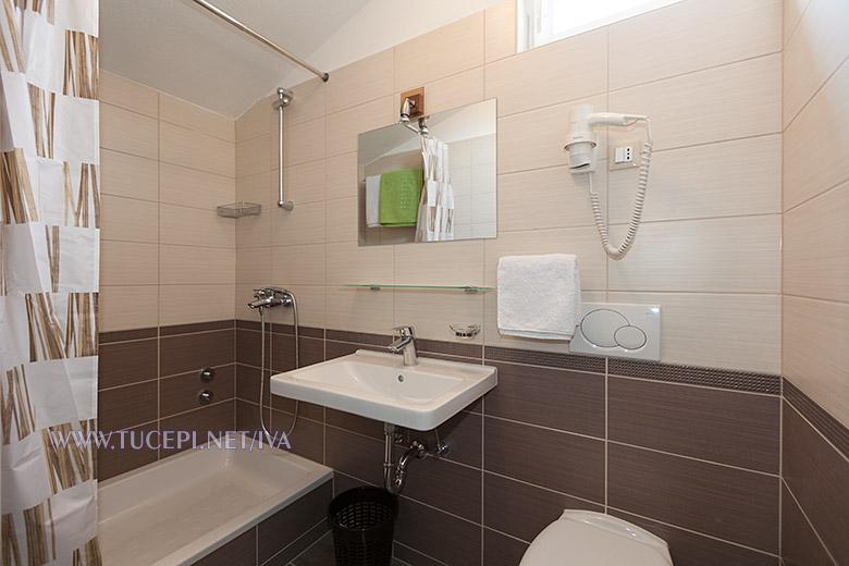 bathroom - apartments Iva, Tučepi