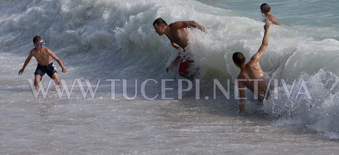 big but gentle sea waves