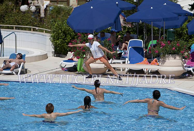 pool aerobic