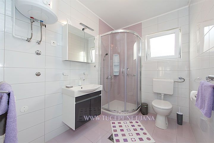 apartments Jana, Tučepi - bathroom