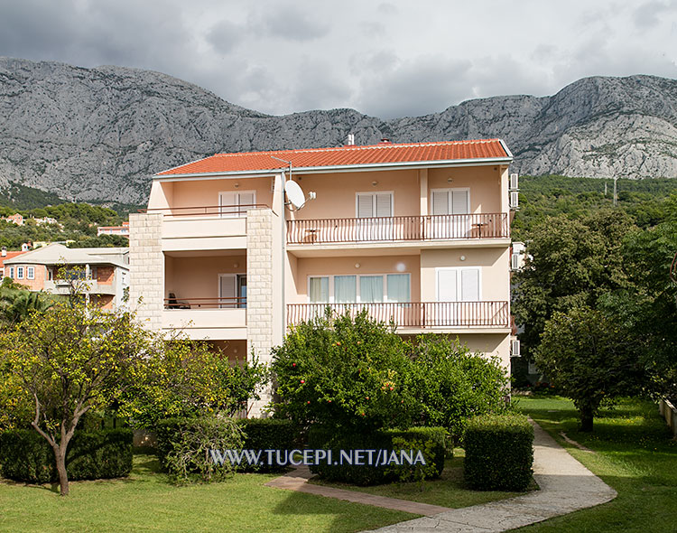 apartments Jana, Tučepi - house in natural environment