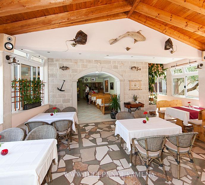 entrance in restaurant