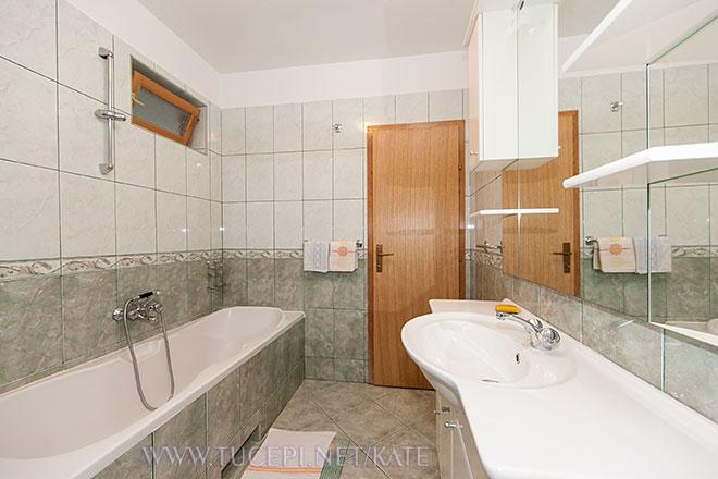 Erste Badezimmer