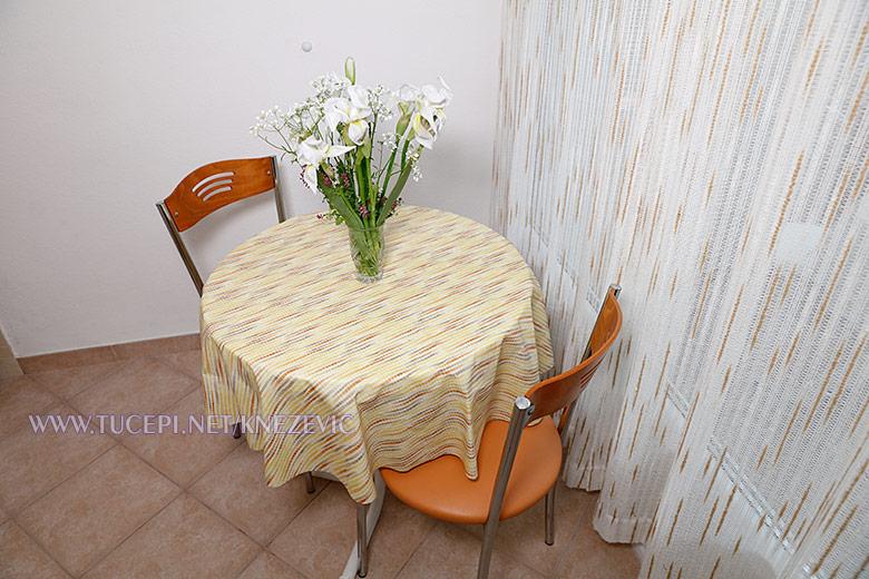 apartments Villa 750, Tučepi - dining table