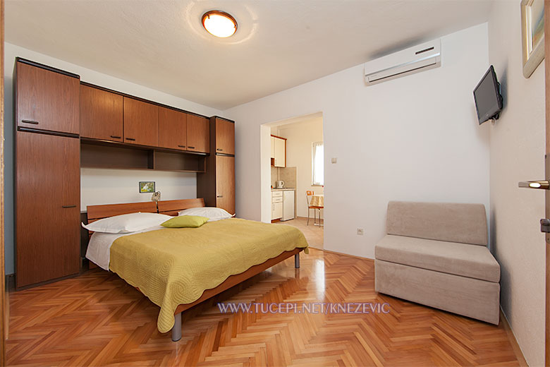 apartments Villa 750, Knežević, Tučepi - bedroom