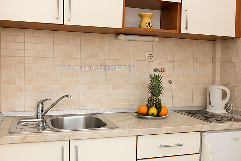 apartments Villa 750, Knežević, Tučepi - kitchen desk