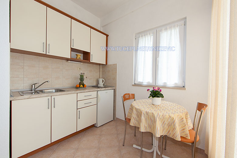 apartments Villa 750, Knežević, Tučepi - dining room, kitchen