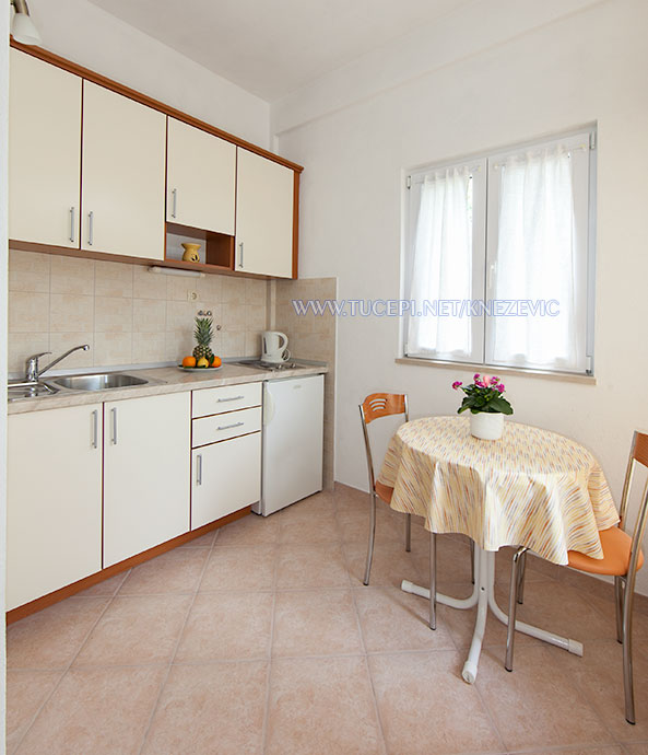 apartments Villa 750, Knežević, Tučepi - dining room